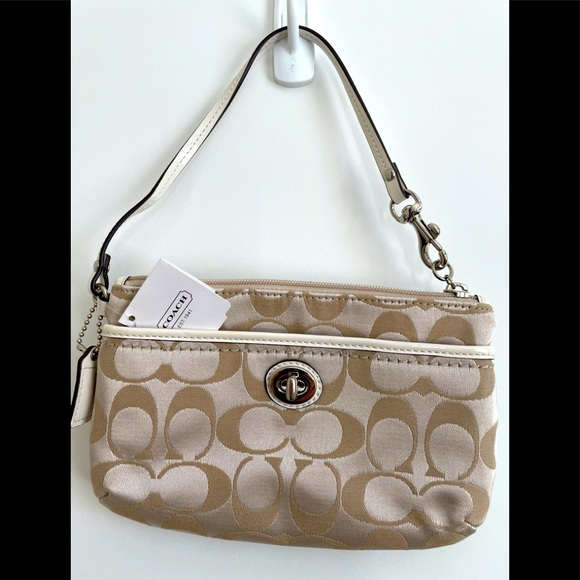 NEW with tags! Coach Sigiy Wristlet